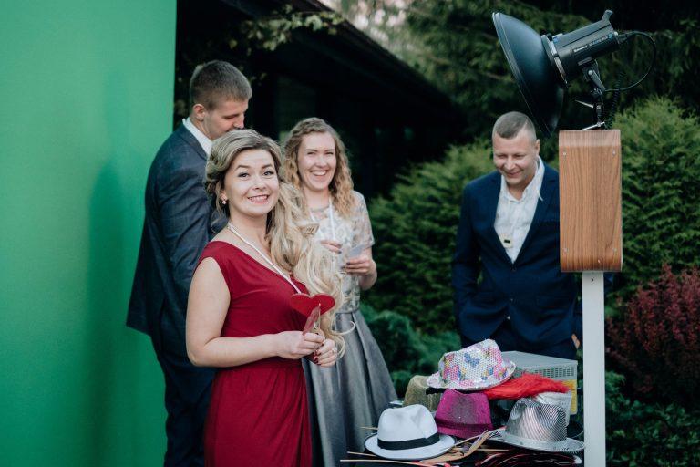 Foto kaste kāzu svinībās garantēta jautrība